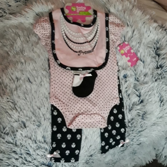 Baby Gear Other - NWT!! 4 piece pink paris, pearl, polkadot set